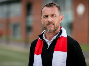 Stoke City má vrátiť do Premier League tréner Rowett'